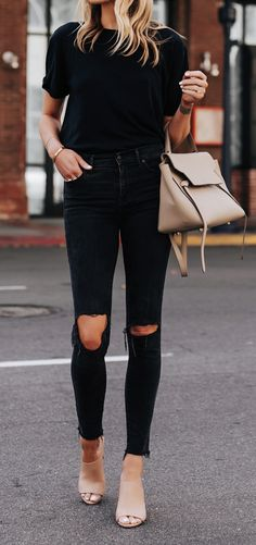 all black outfit + camel accessories Outfit Jeans, Black Ripped Jeans Outfit, Black Heels Outfit, Ripped Knee Jeans, Heels Outfits, Jean Outfits, Fashion Outfits, Style Fashion, Fashion Women