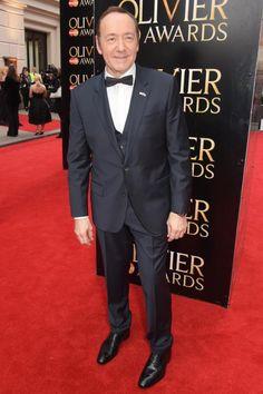 """Schauspieler Kevin Spacey wählte für seinen Auftritt bei den """"Olivier Awards"""" in London einen nachtblauen Anzug aus der aktuellen Boss """"Create your Look"""" Kollektion der Spring/Summer 2015 Kollektion."""