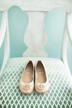 Add a ladylike touch to a look with these flats by Tory Burch.  http://bobags.com.br/compra-de-bolsas/sapatilha-tory-burch.html #toryburch #bobags #shoes