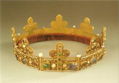 "Golden Byzantine diadem of 12th century. Sent to Namur, Belgium, from Errikus of Flandra(?) (Φλάνδρα), emperor of Constantinopolitan Latin dynasty (1206-1216); to the brother of Phillip the 1st: the noble ""Markisius""(?) Mαρκήσιος of Namur. *I could have all of that information wrong.*"