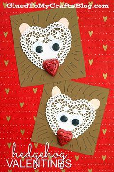 Paper Heart Doily Hedgehog Valentines #valentinesday #hedgehog #classroomvalentines #kidcrafts #gluedtomycrafts