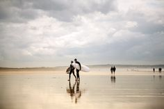 The best places to learn to surf in the UK - Lonely Planet London Photography, Travel Photography, Europe Train Travel, The Sound Of Waves, Europe On A Budget, London Architecture, Learn To Surf, Things To Do In London, Lonely Planet