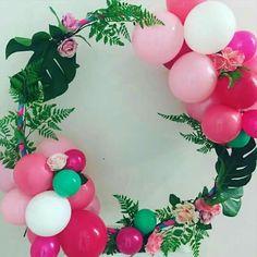 Tropical wreath for a flamingo party. Hawaiian Birthday, Luau Birthday, Adult Birthday Party, Little Girl Birthday, Birthday Ideas, Birthday Quotes, Little Girls, Birthday Cake, Aloha Party