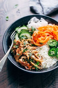 Crispy Chicken Banh Mi Bowls with Veggies - An instant pot recipe for crispy chicken served with rice and tons of veggies! Pressure Cooker Chicken, Pressure Cooker Recipes, Asian Recipes, Healthy Recipes, Ethnic Recipes, Crispy Chicken, Food Bowl, Asian Cooking, Healthy Eating