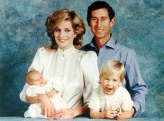 Diana en Charles met William en hun pasgeboren eerste reserve, 30 jaar geleden.