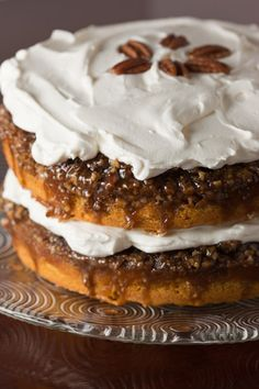 Praline Pumpkin Cake - One thing we LOVE in Louisiana is pralines! #louisiana #laholidaytrailoflights