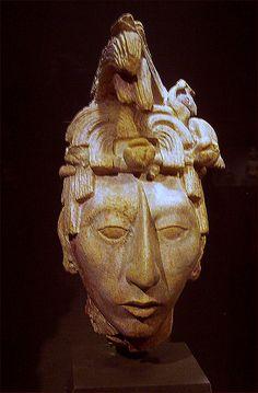 finales del período Clásico, Palenque fue abandonado por sus habitantes e invadido por la selva