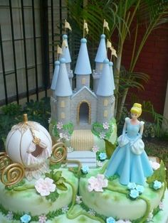 Cinderella and Castle cake ♡ Pretty Cakes, Cute Cakes, Beautiful Cakes, Amazing Cakes, Rodjendanske Torte, Cinderella Birthday, Cinderella Castle, Cinderella Coach, Kale Pasta