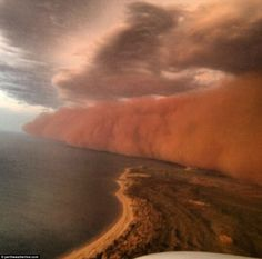 Wall of sand whipped up by Tropical Cyclone Narelle hits Onslow, Western Australia.excuse me but that is some crazy ass weather! Never would have even imagined sand and dust could be carried OVER the ocean like this! Weather Cloud, Wild Weather, Severe Weather, Extreme Weather, Weather Conditions, Tornados, Natural Phenomena, Natural Disasters, La Ilaha Illallah