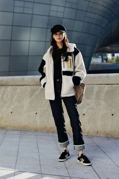 Streetwear for Women. 41 Comfy Casual Womens Outfits For Winter. Winter Fashion Style for Girls and Women. Source by seerarrun Casual Outfits Korean Winter Outfits, Korean Fashion Casual, Korean Fashion Trends, Korean Street Fashion, Korean Outfits, Mode Outfits, Fashion Ideas, Korea Street Style, Seoul Fashion