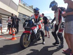 Motorcycle Suit, Yamaha Fz, Courses, Motorbikes, Racing, Suits, Classic, Blog, Motorcycle Outfit