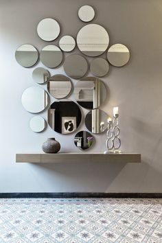 Modern Mirror Design for Living Room. Modern Mirror Design for Living Room. 15 Fascinating and Exceptional Modern Mirror Designs Decor, New Home Designs, Mirror Wall Decor, Living Room Decor, Mirror Design Wall, Entryway Decor, Mirror Designs, House Interior, Interior Design