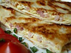Ёка — гениальный сырный омлет в лаваше.Ёка — забавное название блюда, вызывающего пристрастие. И дело не только в используемых продуктах, почти то же самое используется в лавашниках, но ёка очень л…