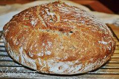 Desde que consegui fazer o meu primeiro pão de fermentação lenta tenho feito muitas versões diferentes e muito deliciosas. É muito fácil fa...