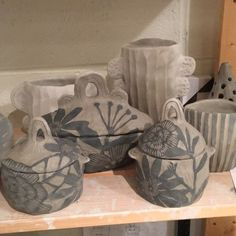 I'm having way too much fun here❤️ #sgraffito #pottery #clay