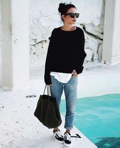 10 best airplane outfits to make you feel comfortable on a long trip, … – travel outfit plane Jean Outfits, Fall Outfits, Casual Outfits, Casual Clothes, Hipster Outfits, Classy Outfits, Looks Chic, Looks Style, Look Fashion
