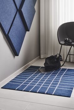 Meticulously hand-drawn lines soften the rigid, rectangular grid of Hand Denim. The blue base with details in white give the mat a clean look, adding a crisp and soft edge to any interior. Interior Photo, Interior Design, Machine Washable Rugs, Indoor Outdoor Rugs, Sustainable Living, Floor Mats, Recycled Materials, Photo Studio, Scandinavian Design