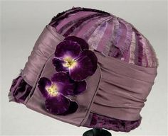 Cloche hat with pansy detail, 1925-1930.