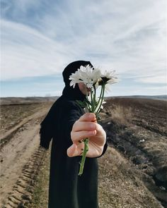 Teen Girl Photography, Dreamy Photography, Tumblr Photography, Arab Girls Hijab, Muslim Girls, Islamic Girl Images, Hijab Hipster, Insta Profile Pic, Stylish Hijab