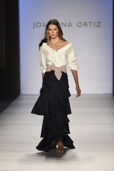 Mom Dress, Dress Skirt, Podium, Catwalk Collection, Estilo Fashion, Curvy Girl Fashion, Cultura Pop, Classy Dress, White Outfits