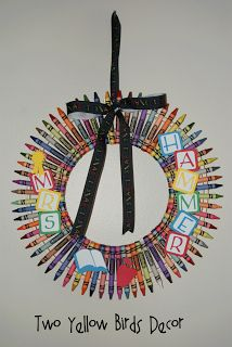 Crayon Wreath Tutorial #Teacher Gift