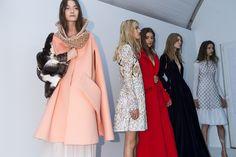 En backstage du défilé Christian Dior haute couture automne-hiver 2015-2016