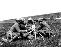 U.S. Army soldiers operating the M1914 Hotchkiss gun in France, 1918.