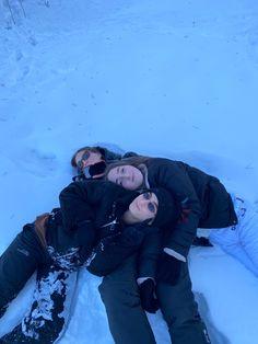 Dream Friends, Cute Friends, Best Friends, Winter Is Here, Winter Is Coming, Chalet Girl, Skiing In Japan, Preety Girls, Best Friend Outfits