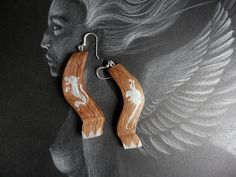 earrings, wood, dragon end lion, medieval style drawing, disegno stile medievale, leone e drago di GreenMirror su Etsy
