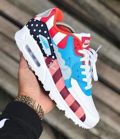 killed it with this custom Nike Air Max 90 in the CW of this y. Air Max Sneakers, Sneakers Mode, Best Sneakers, Custom Sneakers, Custom Shoes, Sneakers Fashion, Ladies Sneakers, Jordans Sneakers, Superga Sneakers