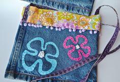 Sac hippie chic-petit sac bandoulière-sac upcycling-sac power flower-sac en jeans : Sacs bandoulière par les3sardines
