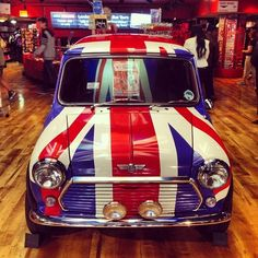 You can't get anymore British than a Mini Cooper. Volkswagen, Vw Bus, John Cooper Works, Bugatti Veyron, Classic Mini, Classic Cars, Minis, Jaguar, Rum