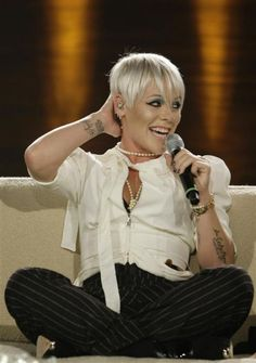 Pink Singer | Journo 'lost her marbles', says Pink | Otago Daily Times Online News ...