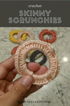I love a quick project that uses leftover yarn. These skinny scrunchies use the yarn leftover from my :) this patternnis fairky simple, half double crochet around an elastic hair tie. scrunchie with hair tie video Quick video for a skinny scrunchies. Diy Crochet, Crochet Crafts, Crochet Projects, Crochet Ideas, Mandala Crochet, Quick Crochet, Yarn Projects, Crochet Hair Accessories, Crochet Hair Styles