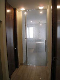Vidreglass: Puerta abatible de cristal. http://vidreglass.com