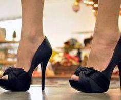 black bow heel