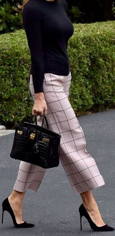 Love these pink, black checked cropped pants with these black pumps! #pants #pink #styleinspiration