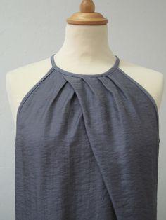 *Schnittmuster Kleid Faro* Kurzes, leicht tailliertes Kleid mit amerikanischem Ausschnitt und außergewöhnlicher Faltung. Im Vorderteil befindet sich eine Querteilungsnaht, die ein Aufspringen der...