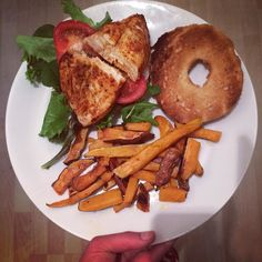 Paprika seasoned chicken breast on a sesame seed bagel with homemade sweet potato fries  #foodporn #instafood #dinner #leanin15 #health #fitness #bodycoach #bbg #bbg1 #fitlondoners by bbgsophie21