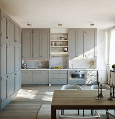 10 Eat-In Kitchens in Every Style