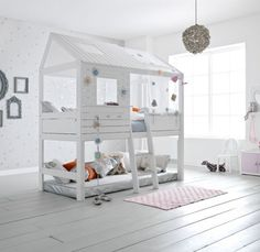 Love how it's not up against the wall- makes it look more like a tree house than a bed. More