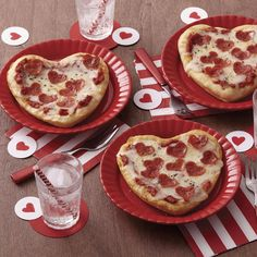 Heart shaped pizzas - cute food ideas for Valentine's day - pizza recipes
