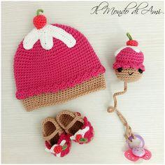 Cupcake kit per bimba  #babynewborn #cupcake #neonata #amigurumi #handmade #crochet #fattoamano #uncinetto #berretto #hat #scarpine #littleshoes #portaciuccio #pacifierholders