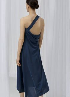 COS is a contemporary fashion brand offering reinvented classics and wardrobe essentials made to last beyond the season, inspired by art and design. Contemporary Fashion, Fashion Brand, Formal Dresses, My Style, Unique, Casual, Color, Collection, Women