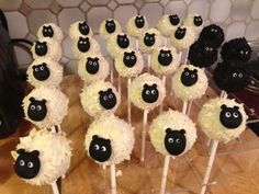 Eid Al Adha — the holiday that's all about sheeps, goats and cows. But if you aren't really a meat person and you are looking for some alternatives why not try some sheep cakes?Kids will