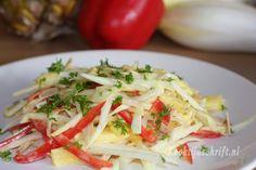 Een lekkere frisse witlofsalade met gerookte kipfilet, ananas, paprika en een kerriesausje. Ook lekker met wat extra appel erdoor. Te eten als maaltijdsalade met een lekker (zelfgebakken) broodje of als