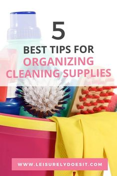 Organizing cleaning supplies helps you easily find what you need and clean faster. Use these simple tips for how to organize household cleaning supplies. Household Cleaning Schedule, Cleaning Routines, Cleaning Schedule Printable, Weekly Cleaning, Household Organization, Cleaning Closet, House Cleaning Tips, Cleaning Kit, Deep Cleaning