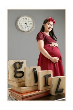 Long dress | Maternity photos | burgundy | maternity dress | inspiration maternity photos #couple #red #burgundy #flowercrown #maternityphotos #love
