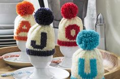Eierwärmer stricken With these cute egg warmers for Easter, the Easter egg stays nice and warm. Knitted Animals, Knitted Hats, Diy Accessories, Decorative Accessories, Cute Egg, Easter Eggs, Diy And Crafts, Knit Crochet, Winter Hats