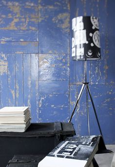 idee originali per decorare le pareti: una parete di legno recuperato tinta stracciato blu. Small Spaces, House, Home, Homes, Small Space, Tiny Spaces, Houses